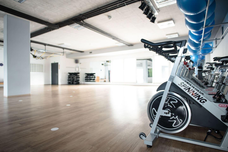 Cycling kolesa v dvorani