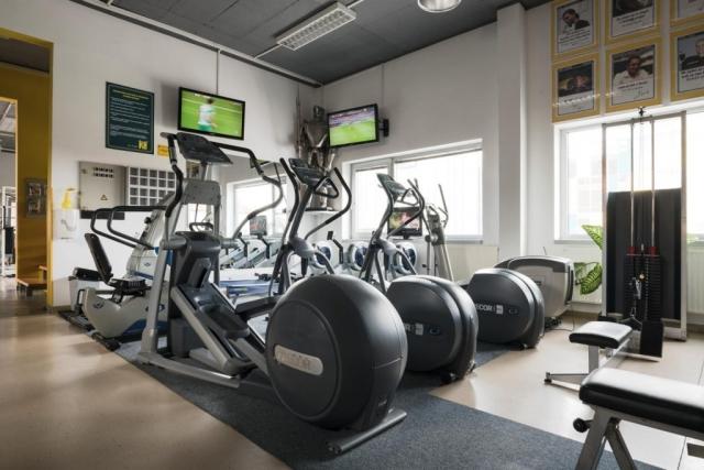 Eliptiki in tv-ji v fitnesu